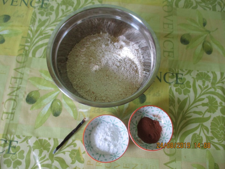 85. Présentation : farine, vanille, cannelle et bic. de soude