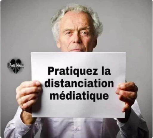 Distanciation médiatique