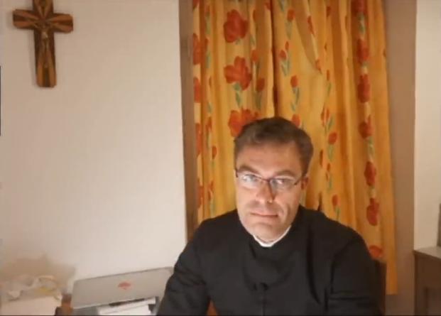 Un prêtre explique la signification du port 'obligatoire' du masque