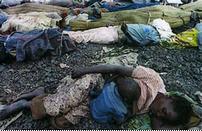 Enfant rwandais tétant sa mère